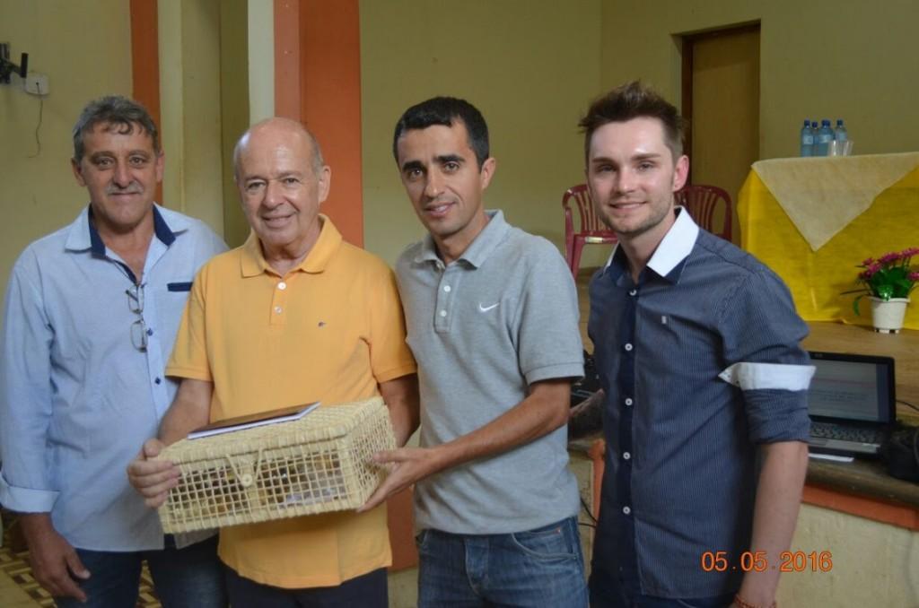 Ângelo Oswaldo recebe homenagem do prefeito e vice de Rio Espera