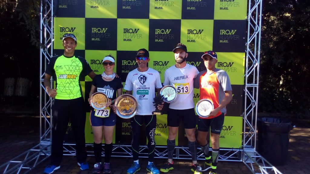 Da esquerda para direita, Patrik, Izabella, Ernani, Juarez e Jose Luiz os premiados no Iron Runner Brasil 2016
