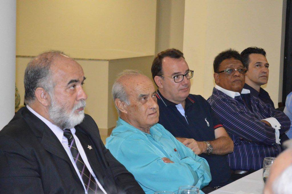 Encontro de lideranças de vários viés ideológicos e com histórico de rivalidade