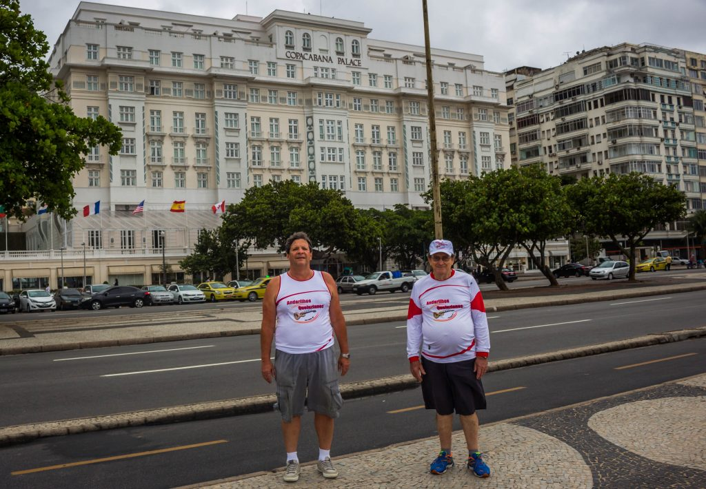 Em frente ao famoso Copacabana Palace