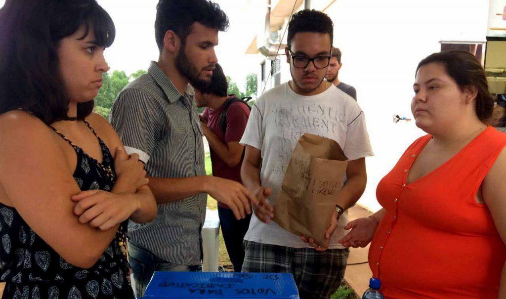 Estudantes também estão engajados com a greve e contra as reformas do governo (Foto: divulgação)
