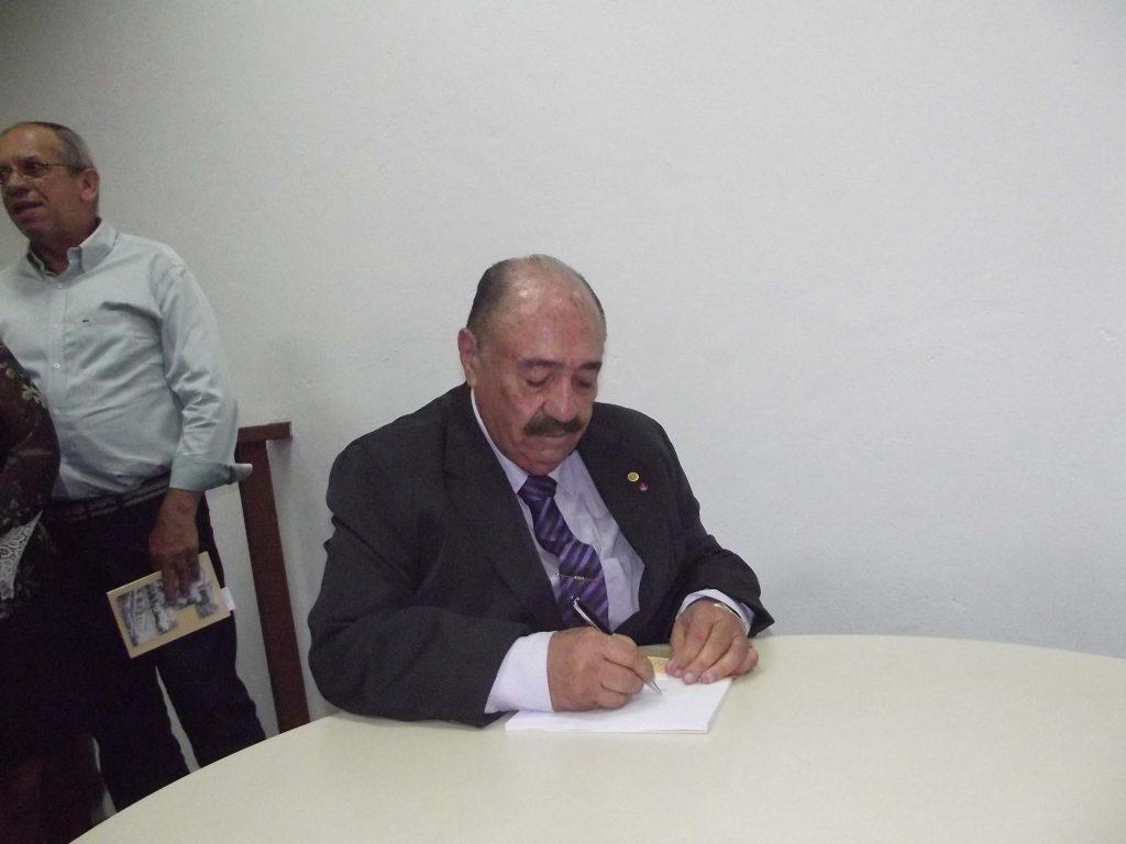 O desembargador José Amâncio lançou livro poético de memórias