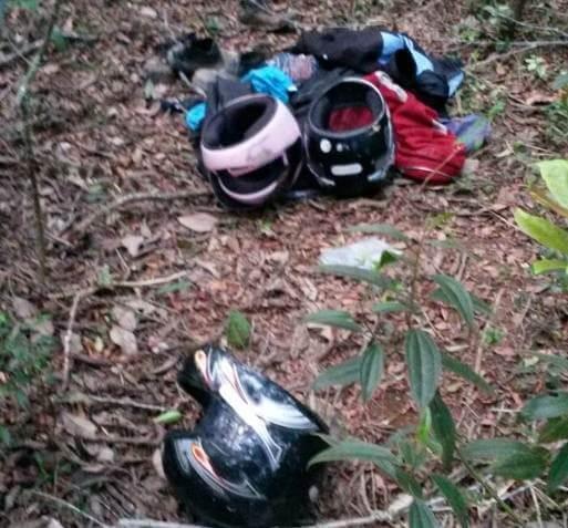 Roupas e outros materiais encontrados pela PM com bandidos/Divulgação