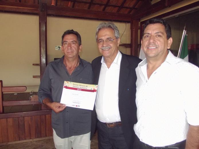 Secretário-entrega-diploma-ao-prefeito-Antônio