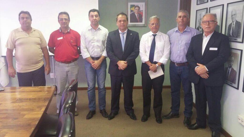 Vereadores Tinho e Cavaquinho, Mocrácio, deputado Glaycon Franco, presidente do DEER Célio Dantas, Ernandes Machado e Odilon Marques/Divulgação