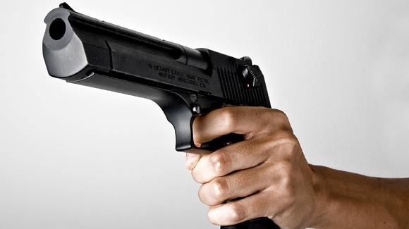 Arma encontrada pela Polícia Civil/Reprodução/Neymar Meireles