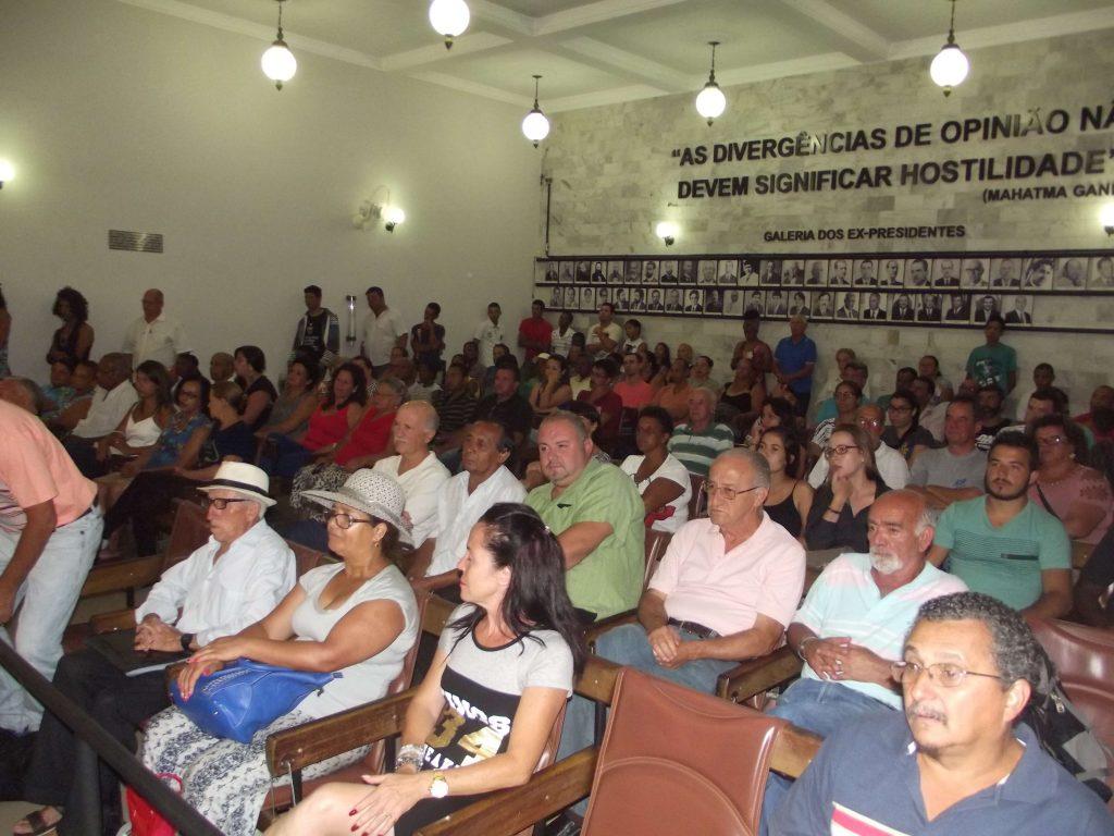 População tem atendido pedido dos vereadores e lotado as sessões da Câmara