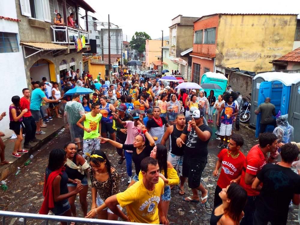 A iniciativa é valorizar os blocos tradicionais e de arrastão nos bairros/Reprodução