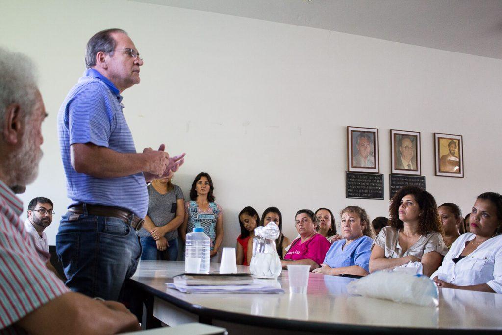 Hélio conversa com os servidores da Secretaria Municipal de Saúde durante a apresentação da nova administração municipal no Hospital Raymundo Campos/Pablo Silva/Assessoria de Comunicação/PMOB