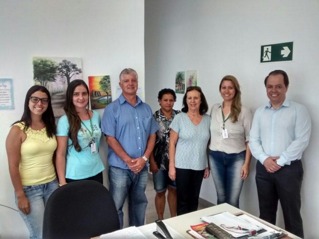 Prefeito visitou o CRAS para conhecer o serviço oferecido/Divulgação PMCL