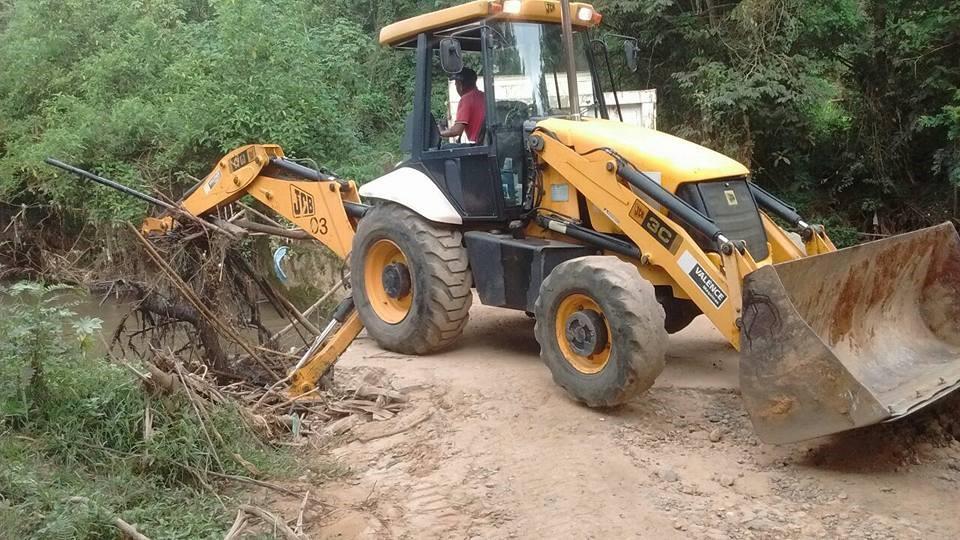 Limpeza retirou mais de 10 caminhões de entulhos/Divulgação