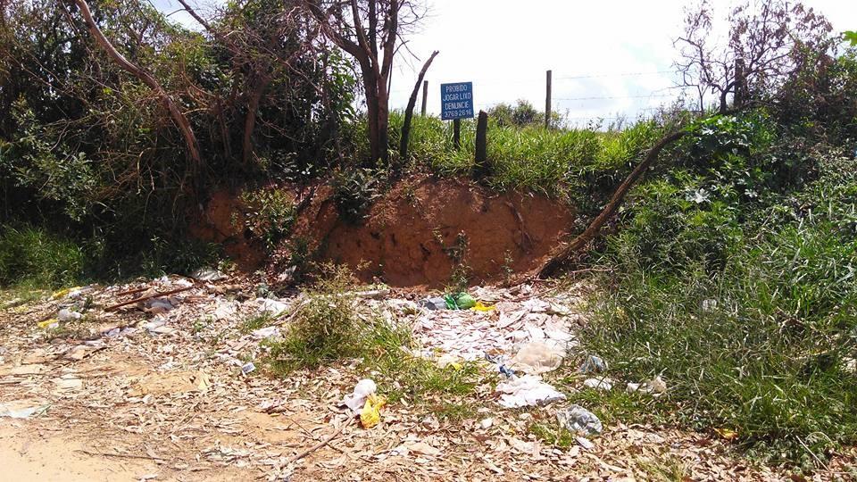 Foram identificados na limpeza de córregos pontos clandestinos de lixo de construção/Divulgação